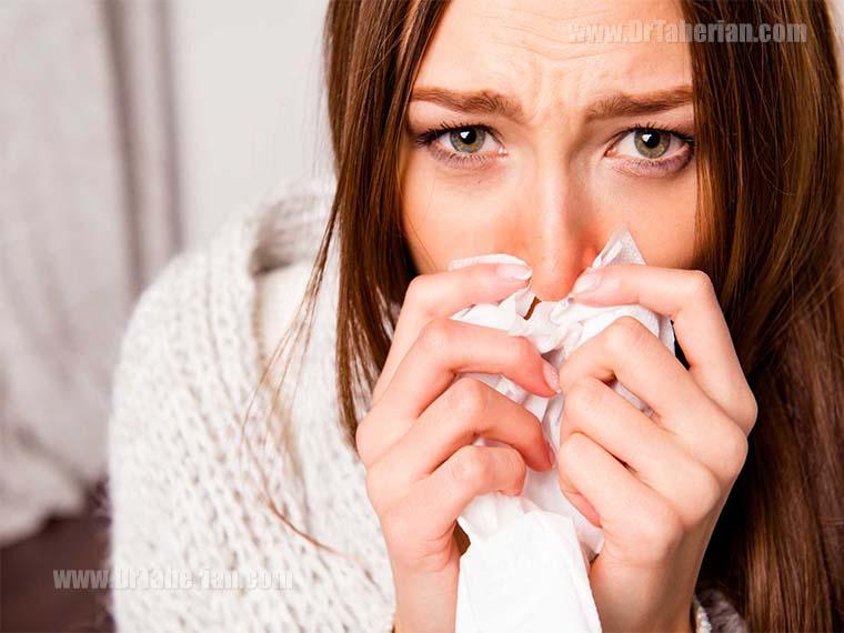 یک زن با حالت تب و لرز